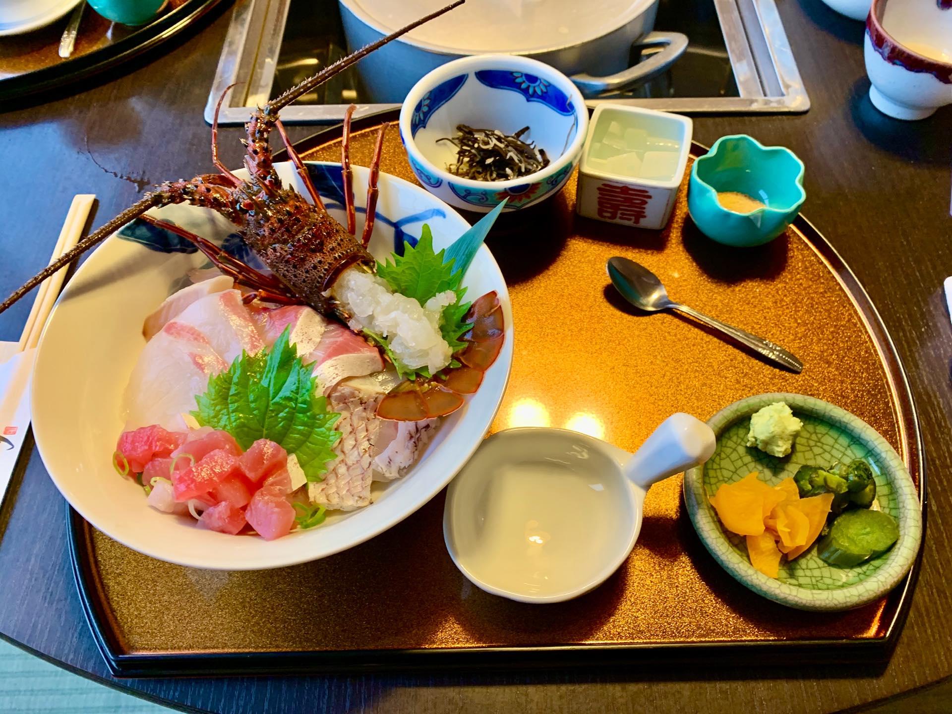 「伊勢海老 海鮮蒸し料理 華月」三重県鳥羽にある三重県産の伊勢海老・鮑料理専門店でランチを食べてきた